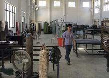 Funcionário em fábrica em Ninghai, na China.  28/08/2015   REUTERS/Sue-Lin Wong