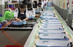 L'activité du secteur de l'industrie manufacturière s'est contractée en Chine en août tandis que sa croissance a faibli dans la zone euro comme en Grande-Bretagne, une tendance qui contribue aux turbulences sur les marchés financiers et plaide pour le maintien de politiques monétaires ultra-accommodantes. /Photo d'archives/REUTERS/Pichi Chuang
