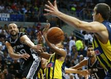 San Antonio Spurs Manu Ginobili (L) challenges Fenerbahce Ulker's Andrew Goudelock (C) and Nemanja Bjelica (R)  during their NBA Global Games Istanbul 2014 basketball game at Ulker Sports Arena in Istanbul October 11, 2014. REUTERS/Murad Sezer