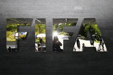 Logo da Fifa em fente à sede da entidade em Zurique. 20/07/2015 REUTERS/Arnd Wiegmann