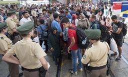Imigrantes desembarcam em estação de trem em Munique. 01/09/2015 REUTERS/Lukas Barth