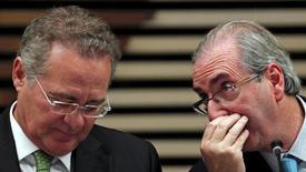 Senador Renan Calheiros (à esquerda) e deputado Eduardo Cunha em São Paulo. 26/3/2015 REUTERS/Paulo Whitaker