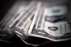 Les Etats-Unis ont enregistré en août un déficit budgétaire de 64 milliards de dollars, en baisse de 50% sur le mois comparable de 2014. Depuis le début de l'exercice fiscal, le déficit se monte à 530 milliards de dollars contre 589 milliards sur la période comparable de l'exercice précédent. /Photo d'archives/REUTERS/Mark Blinch