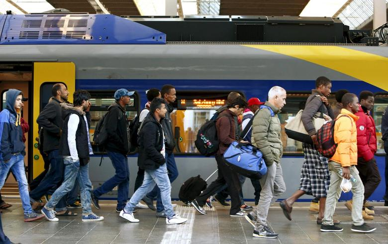 Migrants arrive at main railway station in Munich, Germany September 13, 2015. REUTERS/Michaela Rehle