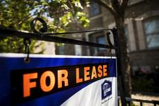 "A ""For Lease"" sign stands in front of a home in Toronto, Canada, June 29, 2015. REUTERS/Mark Blinch"