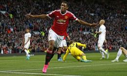 Anthony Martial comemora gol marcado na vitória do United sobre o Liverpool. 12/09/2015 Action Images via Reuters / Carl Recine