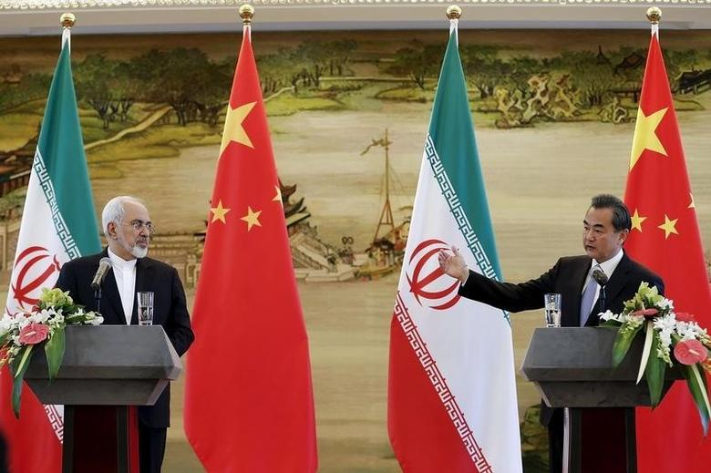 Iranian Foreign Minister Mohammad Javad Zarif (L) and Chinese Foreign Minister Wang Yi attend a news conference after a bilateral meeting in Beijing, China September 15, 2015. REUTERS/Lintao Zhang/Pool