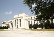El edificio de la Reserva Federal de Estados Unidos, en Washington, 1 de septiembre de 2015. Un alza en las expectativas del mercado para las tasas de interés en Estados Unidos mientras la Reserva Federal empieza a normalizar su política podría frenar los flujos de capital hacia los mercados emergentes en hasta un 45 por ciento, según economistas del Banco Mundial. REUTERS/Kevin Lamarque