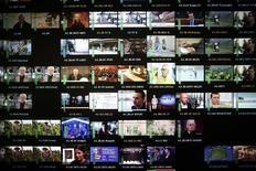Le Conseil supérieur de l'audiovisuel a déclaré recevables 26 dossiers de candidatures de chaînes souhaitant émettre sur la TNT en haute définition. /Photo d'archives/REUTERS/Lisi Niesner