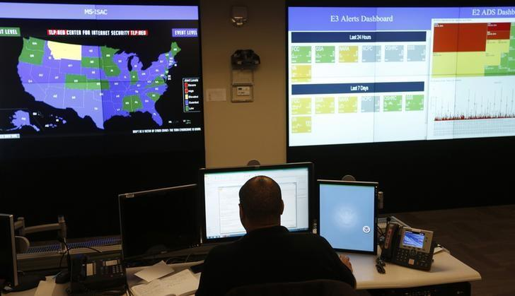 A U.S. Department of Homeland Security employee works in front of a U.S. threat level map and monitoring display inside the National Cybersecurity and Communications Integration Center during a guided media tour in Arlington, Virginia June 26, 2014. REUTERS/Kevin Lamarque