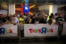 """People line up outside a Toys R Us store just before midnight to purchase toys in advance of the film """"Star Wars: The Force Awakens"""" in Times Square in the Manhattan borough of New York, September 3, 2015.  REUTERS/Carlo Allegri"""