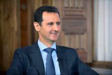 Президент Сирии Башар Асад во время интервью корреспонденту al-Manar в Дамаске. Башар Асад сказал в интервью российской прессе, что готов уйти в отставку только по решению сирийского народа, и отметил дипломатическую поддержку Москвы. REUTERS/SANA/Handout via Reuters