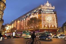 Les Galeries Lafayette vont engager un vaste chantier de rénovation de leur magasin du boulevard Haussmann afin de  reconquérir leur clientèle parisienne et de mieux affronter la concurrence des autres grands magasins de la capitale. /Photo d'archives/REUTERS/Charles Platiau