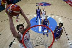 Spain's Pau Gasol dunks against France during their EuroBasket 2015 semi-final game at the Pierre Mauroy stadium in Villeneuve d'Ascq, near Lille, France, September 17, 2015. REUTERS/Juan Carlos Hidalgo/Pool
