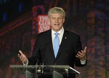 Pregressive Conservative leader and Prime Minister Stephen Harper gestures during the Globe and Mail Leaders Debate in Calgary, Alberta September 17, 2015. REUTERS/Mike Sturk