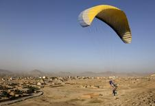Afghan paraglider Zakia Mohammadi, 21, flies in Kabul, Afghanistan September 14, 2015. REUTERS/Mohammad Ismail