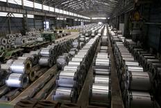 Aciérie à Kaohsung. L'indice préliminaire des directeurs d'achat (PMI) Caixin/Markit du secteur manufacturier en Chine est tombé à 47 en septembre, son plus bas niveau depuis mars 2009 et en dessous des attentes du marché (47,5). /Photo d'archives/REUTERS/Pichi Chuang
