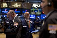 Traders work on the floor of the New York Stock Exchange September 22, 2015. REUTERS/Brendan McDermid