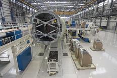Un avión Airbus A321 siendo ensamblado en la línea de ensamblaje final del hangar de manufacturas de Airbus, en Mobile, Alabama, 13 de septiembre de 2015. El crecimiento del sector manufacturero de Estados Unidos no registró en septiembre cambios respecto al mes anterior, mostró el miércoles un reporte de la industria, manteniendo el mismo ritmo flojo de agosto, que fue el más débil en casi dos años.  REUTERS/Michael Spooneybarger