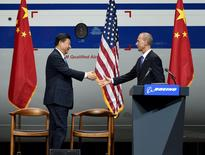 Chinese President Xi Jinping (L) shakes hands with Dennis Muilenburg, president and CEO of the Boeing Company, after Xi's tour of the Boeing factory in Everett, Washington September 23, 2015. REUTERS/Mark Ralston/Pool