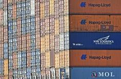 Port de Hambourg. Le climat des affaires a continué de s'améliorer au mois de septembre en Allemagne, contrairement aux attentes, malgré les craintes entourant le ralentissement économique de la Chine, selon l'enquête mensuelle publiée jeudi par l'institut Ifo. /Photo d'archives/REUTERS/Fabian Bimmer