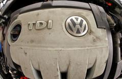 Deux des ingénieurs les plus réputés du groupe Volkswagen vont être poussés vers la sortie après le scandale sur le trucage des tests anti-pollution des voitures diesel de VW et d'Audi. /Photo prie le 22 septembre 2015/REUTERS/Arnd Wiegmann