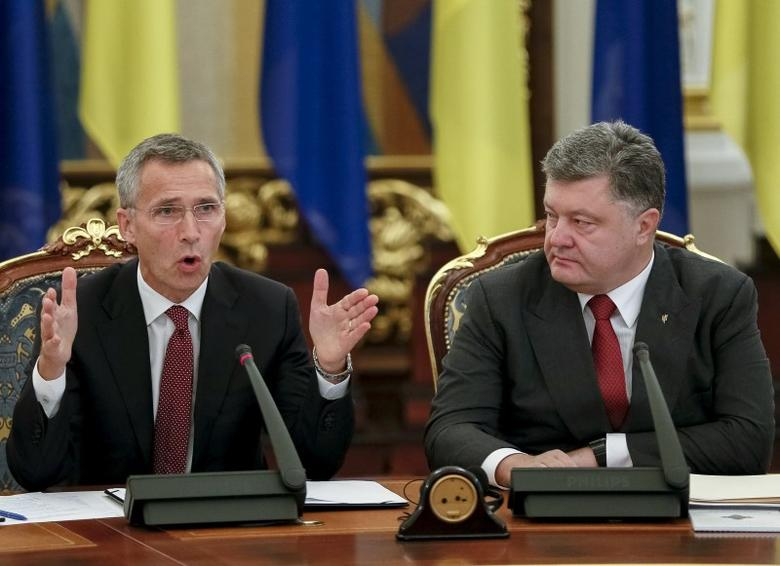 Ukraine's President Petro Poroshenko (R) and NATO Secretary-General Jens Stoltenberg attend the meeting of national security and defense council of Ukraine in Kiev September 22, 2015. REUTERS/Gleb Garanich