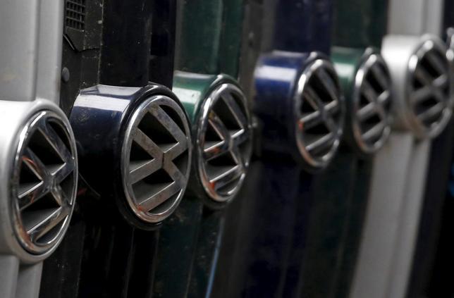 9月28日、欧州の環境団体は欧州メーカーの新車について、路上走行で排出するCO2が試験場のデータを平均で約40%上回っているとの調査結果を明らかにした。ボスニア・ヘルツェゴビナのJelahで26日撮影(2015年 ロイター/Dado Ruvic)