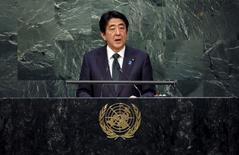 Primeiro-ministro do Japão, Shinzo Abe, durante discurso em Nova York.  27/09/2015  REUTERS/Carlo Allegri