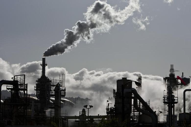 Smoke is released into the sky at a refinery in Wilmington, California March 24, 2012. Picture taken March 24, 2012. REUTERS/Bret Hartman