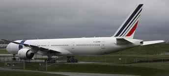 Air France, qui a annoncé l'échec des négociations avec les syndicats de pilotes sur son plan Perform 2020, à suivre jeudi à la Bourse de Paris. /Photo d'archives/REUTERS/Marcus R Donner