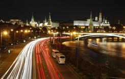 Вид на московский Кремль 16 сентября 2014 года. Выходные в Москве будут прохладными, свидетельствует усредненный прогноз, составленный на основании данных Гидрометцентра России, сайтов intellicast.com и gismeteo.ru. REUTERS/Maxim Zmeyev