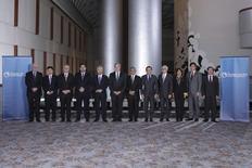 Ministros que negocian el Acuerdo Trans-Pacífico posan para una foto en Atlanta. Georgina, 1 de octubre de 2015. REUTERS/USTR Press Office/Handout