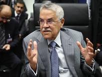 El ministro de Petróleo de Arabia Saudita, Ali al-Naimi, en una reunión de la OPEP en Viena, jun 5 2015. El ministro de Petróleo de Arabia Saudita, Ali al-Naimi, considera que los productores de menor costo prevalecerán sobre los proveedores más costosos y que la cuota de mercado de la OPEP aumentará, reportó el lunes el diario indio Economic Times en su sitio de internet.   REUTERS/Heinz-Peter Bader