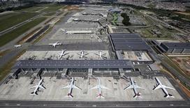 Vista aérea do Aeroporto Internacional de Guarulhos, em São Paulo.  13/02/2015 REUTERS/Paulo Whitaker