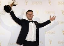 "Actor Joseph Gordon-Levitt poses backstage with the Emmy for  Outstanding Creative Achievement In Interactive Media Social TV Experience for ""hitRECord on TV"" "" at the 2014 Creative Arts Emmy Awards in Los Angeles, California August 16, 2014.  REUTERS/Kevork Djansezian"