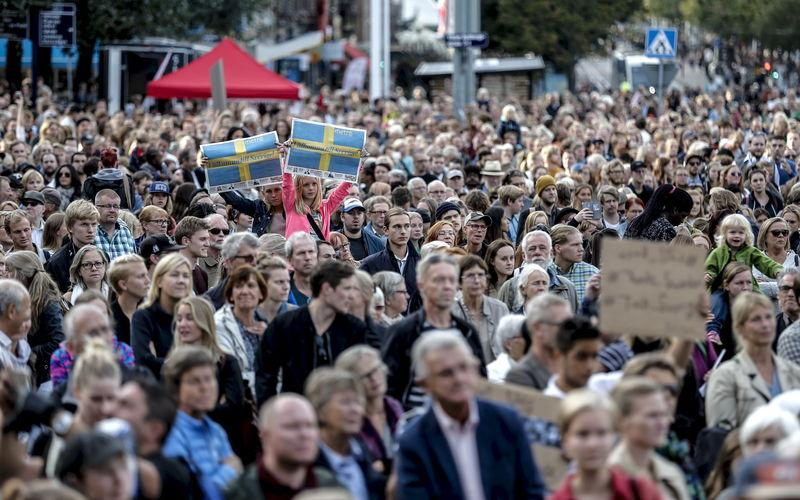 رئيس وزراء السويد : عدد اللاجئين قد يتجاوز 150 ألفا هذا العام