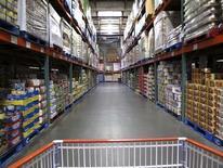 Un almacén de Costco, en Carlsbad, California, 28 de febrero de 2012. Los inventarios mayoristas en Estados Unidos aumentaron en agosto, impulsados por un incremento de las existencias de computadores y equipamiento profesional usado por las empresas. REUTERS/ Mike Blake