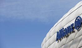 Allianz Capital Partners a vendu sa participation majoritaire dans le capital de l'exploitant de distributeurs automatiques Selecta au fonds KKR, ce qui met fin à l'activité de capital-investissement de l'assureur allemand. /Photo d'archives/REUTERS/Michaela Rehle