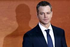 """El actor Matt Damon antes del estreno de """"The martian"""" en Leicester Square, Londres. """"The martian"""", la película protagonizada por Matt Damon sobre un científico que queda varado en Marte, volvió a ser la más vista el fin de semana en las salas de Estados Unidos y Canadá, donde el estreno de """"Pan"""" decepcionó por su baja recaudación. REUTERS/Stefan Wermuth"""