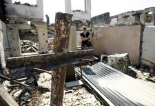 Женщина на руинах своего дома, разрушенного во время боев в Цхинвали. 7 сентября 2008 года. Прокурор Международного уголовного судав Гааге сообщила во вторник, что расследует военные преступления вроссийско-грузинскомконфликте2008 года. REUTERS/Sergei Karpukhin