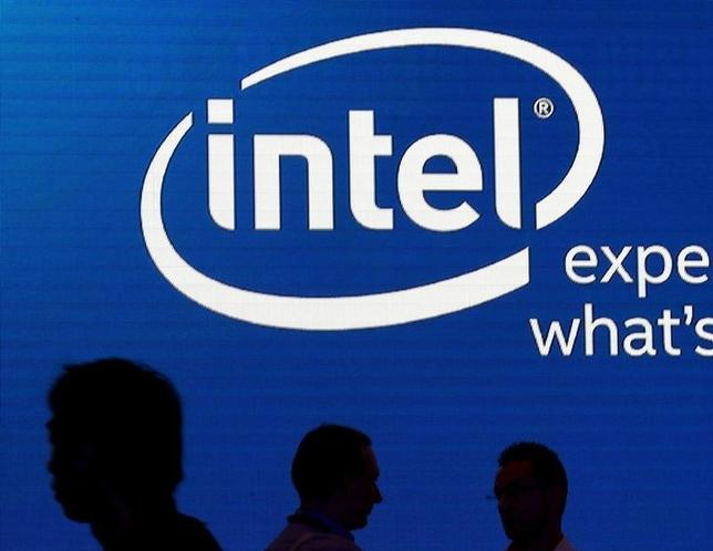 Shadows are cast near the Intel logo at the 2015 Computex exhibition in Taipei, Taiwan, June 3, 2015.   REUTERS/Pichi Chuang