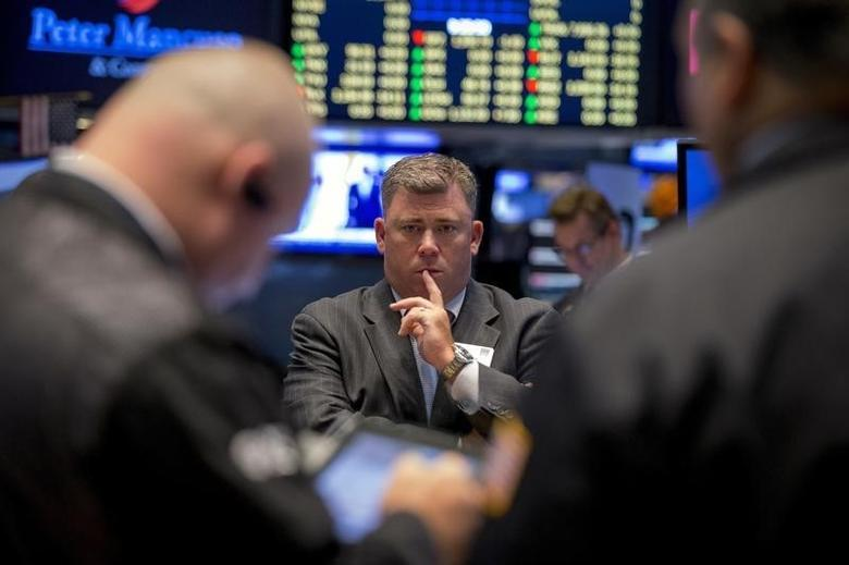 图为纽约证交所内的交易员们。REUTERS/Brendan McDermid