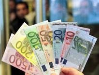 L'investissement des entreprises devrait progresser de 10% d'ici fin 2017 en France, alimentant une reprise lente à se mettre en place d'une économie qui porte encore les stigmates de la crise, estime l'Observatoire français des conjonctures économiques (OFCE). /Photo d'archives/REUTERS/Danilo Krstanovic