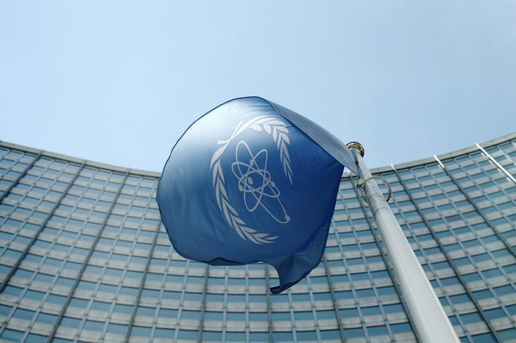 The flag of the International Atomic Energy Agency (IAEA) flies in front of its headquarters in Vienna, Austria, May 28, 2015.  REUTERS/Heinz-Peter Bader