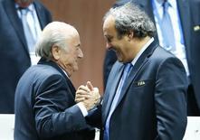 Presidente da Fifa, Joseph Blatter (esquerda), e presidente da Uefa, Michel Platini, durante encontro em Zurique.   29/05/2015       REUTERS/Arnd Wiegmann