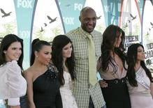 Television personalities (L-R) Kendall Jenner, Kim Kardashian, Kylie Jenner, NBA player Lamar Odom, Khloe Kardasian and Kourtney Kardashian arrive at the Teen Choice 2010 Awards in Los Angeles August 8, 2010.  REUTERS/Jason Redmond
