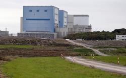 """Le site de Hinkley Point, dans le sud de l'Angleterre. EDF est entré """"en négociations finales"""" avec la Chine en vue de la construction de deux réacteurs de type EPR sur ce site et un accord pourrait être annoncé """"dans les jours qui viennent"""", a déclaré dimanche le PDG du groupe français. /Photo d'archives/REUTERS/Suzanne Plunkett"""