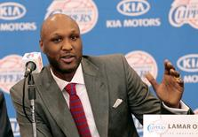 Basketball player Lamar Odom speaks at a news conference announcing his acquisition by the Los Angeles Clippers in Los Angeles, California in this July 2, 2012 file photo. REUTERS/Mario Anzuoni/Files