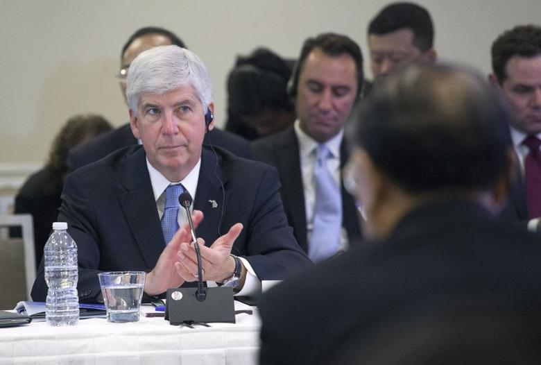 Governor Rick Snyder of Michigan applauds at a meeting with Chinese President Xi Jinping and four other United States governors to discuss clean technology and economic development  in Seattle, Washington September 22, 2015.   REUTERS/Matt Mills McKnight